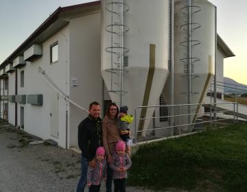 Primer dobre prakse - novogradnja hleva za pitanje puranov, dva stolpna silosa in zbiralnik za vodo